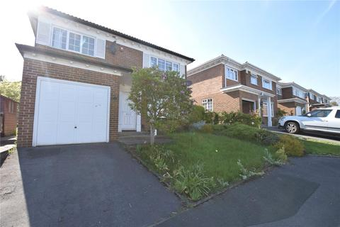4 bedroom detached house to rent - Oakwood Garth, Oakwood, Leeds