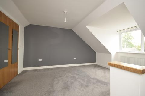 4 bedroom semi-detached house to rent - Newdawn Place, Cheltenham, GL51 0FR