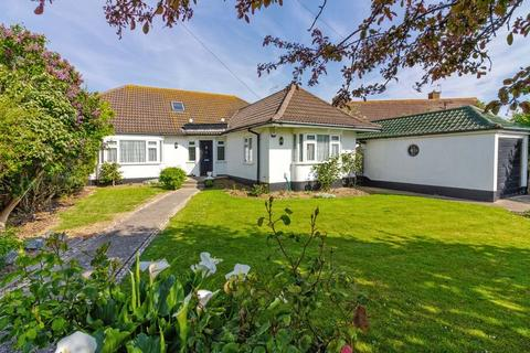 5 bedroom chalet for sale - Chester Avenue, Lancing