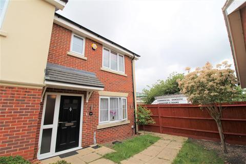 3 bedroom semi-detached house for sale - Rockfield Drive, Luton
