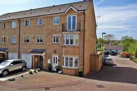 4 bedroom end of terrace house for sale - Aldersyde Way, Guiseley, Leeds