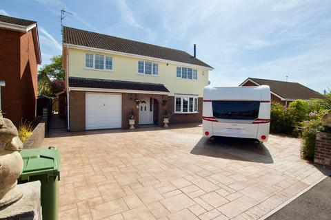 5 bedroom detached house for sale - The Briars, Magor, Magor, NP26