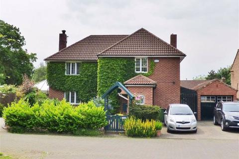 3 bedroom detached house for sale - Grange Close, Full Sutton