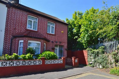 3 bedroom semi-detached house for sale - India Road, Slough