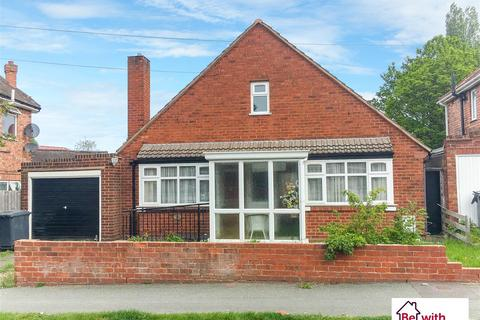 3 bedroom detached bungalow to rent - Kingsway Road, Wolverhampton