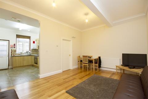 4 bedroom flat to rent - High Street, London, W3