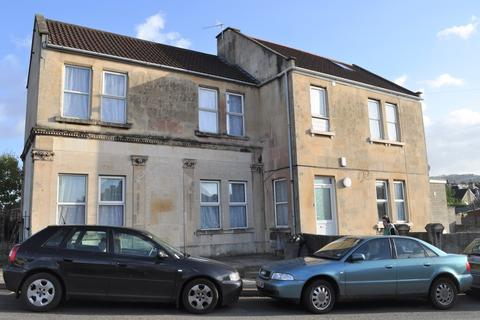 4 bedroom detached house to rent - West Avenue, Oldfield Park