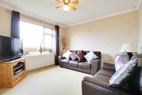 2 bedroom flat for sale - Greensward Lane, Hockley