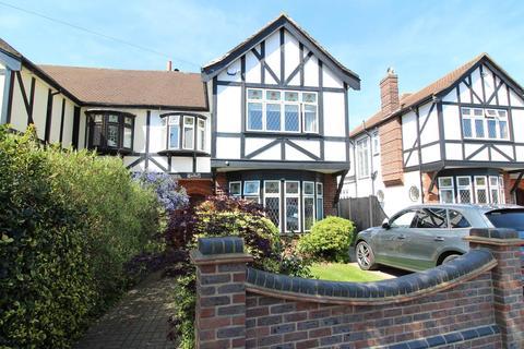 4 bedroom semi-detached house for sale - Corbets Avenue, Upminster, Essex, RM14