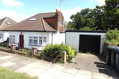 3 bedroom bungalow for sale - Fairmead Crescent, Edgware