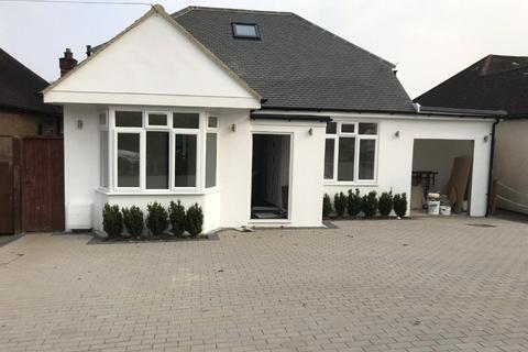 2 bedroom bungalow for sale - Stanley Road, Northwood, Middlesex, HA6