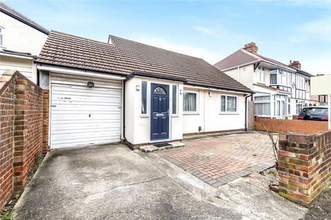 2 bedroom bungalow for sale - Churchill Avenue, Hillingdon, Middlesex, UB10