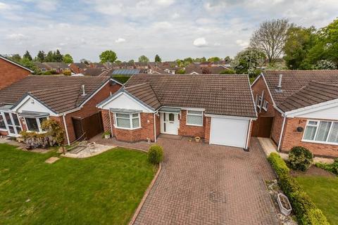 3 bedroom bungalow for sale - Waverton Close, Hough