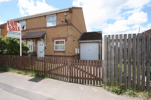 2 bedroom semi-detached house for sale - Ridings Way, Bradford