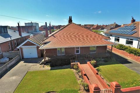 4 bedroom detached bungalow for sale - Queens Walk, Cleveleys, Thornton Cleveleys, Lancashire, FY5 1JU