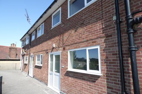 3 bedroom flat to rent - High Street, Rayleigh, Essex