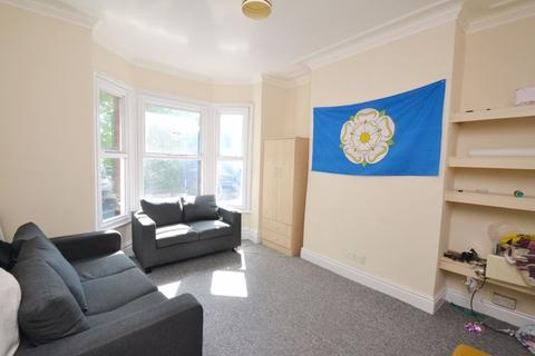 4 bedroom apartment to rent - Landcross Road, Manchester
