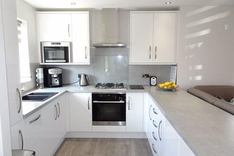 3 bedroom bungalow to rent - Fairfield Close, Bramley S66 3YX