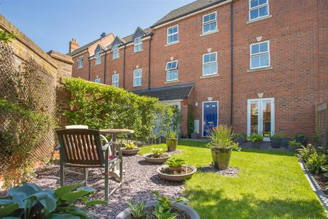 4 bedroom townhouse for sale - Michaels Mews, Aylesbury