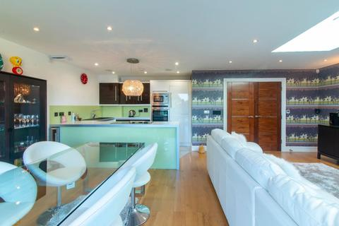 2 bedroom penthouse for sale - Ramsgate Road, Broadstairs