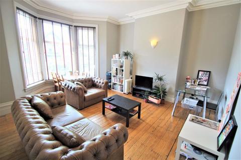 2 bedroom apartment to rent - St Michaels Grove, Headingley, Leeds, LS6 3AE