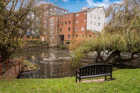 2 bedroom flat for sale - Waters Edge, Canterbury