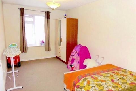 2 bedroom flat to rent - Feltham, TW14 9NE