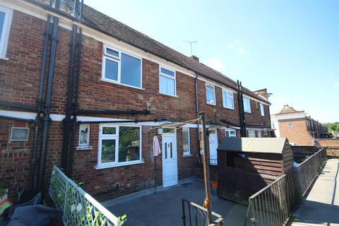 3 bedroom flat for sale - Kingshill Avenue, Hayes, Middlesex, UB4 8BY