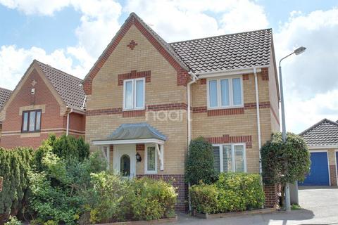 3 bedroom detached house for sale - Montrose Court, NR7