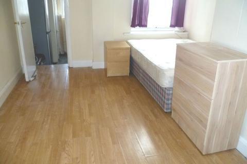 1 bedroom apartment to rent - Uxbridge Road, Rear Studio Second Floor Flat