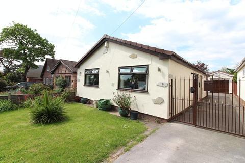 2 bedroom detached bungalow for sale - Holmside Lane, Prenton