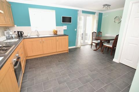 4 bedroom detached house for sale - Plowes Way, Knottingley