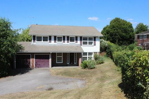 5 bedroom detached house to rent - Southcote Way, Penn