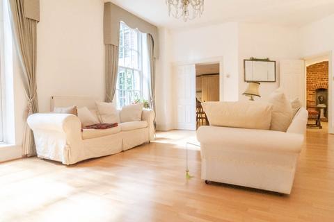 3 bedroom apartment to rent - Princess Park Manor, Royal Drive, London N11