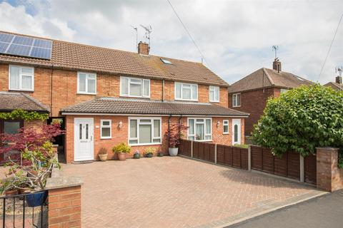 3 bedroom terraced house for sale - Narbeth Drive, Aylesbury