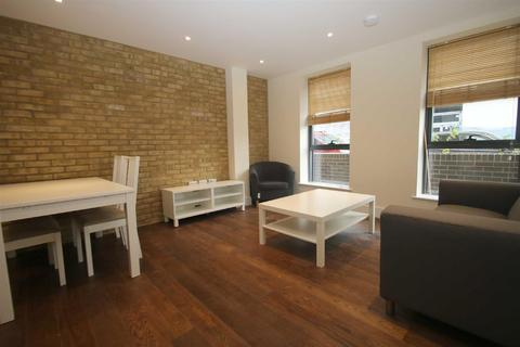 3 bedroom apartment to rent - Canning Town