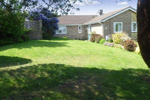 3 bedroom bungalow for sale - Pinewood Close, Kettering