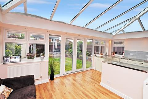 4 bedroom detached house for sale - Petunia Crescent, Springfield, Chelmsford, CM1