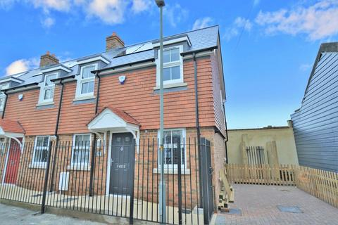 2 bedroom end of terrace house for sale - Bowling Green Alley, Old Poole Town, BH15