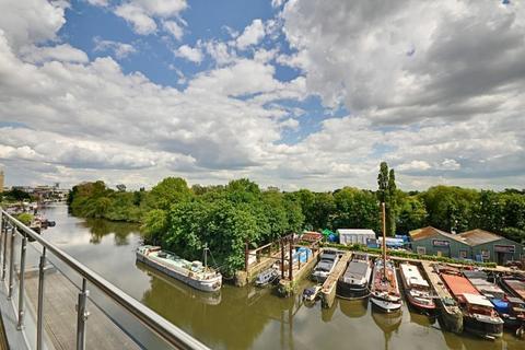 2 bedroom apartment for sale - Lighterage Court, High Street, Brentford