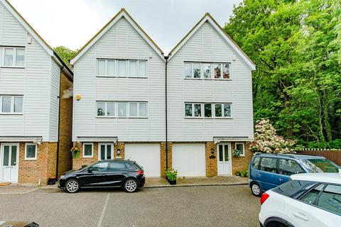 3 bedroom end of terrace house for sale - Paygate, Sutton Road, Maidstone, Kent, ME15