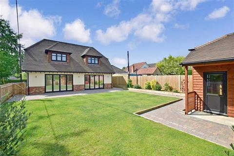 5 bedroom detached bungalow for sale - London Road, Ryarsh, West Malling, Kent