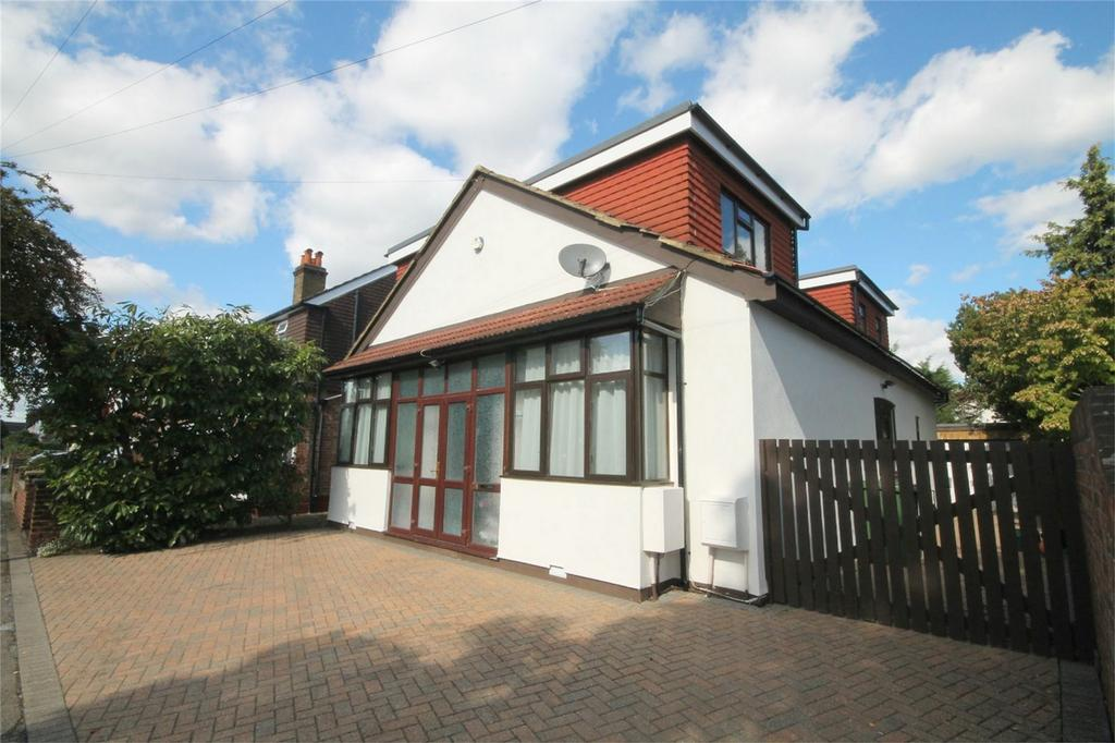 5 Bedrooms Detached House for sale in Tennyson Road, Ashford, Surrey