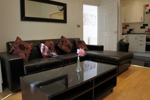 8 bedroom terraced house to rent - Albion Road, 8 Bed,, Fallowfield, Bills included, Manchester