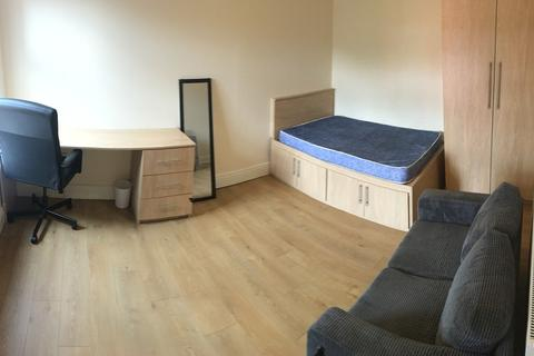 9 bedroom terraced house to rent - Egerton Road, 9 bed, fallowfield, Fallowfield, 9 bed house to let for students, Manchester