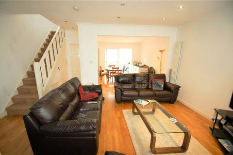 4 bedroom semi-detached house for sale - Whitton Avenue East, Greenford, UB6