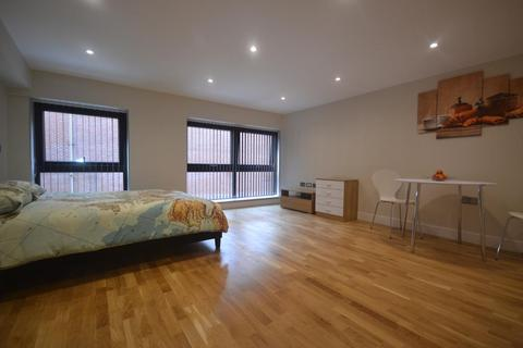 Studio to rent - Market Place, Reading, RG1