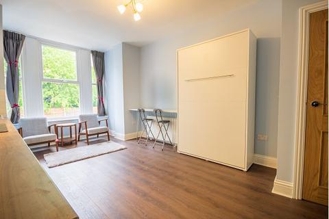 Studio to rent - 39a Victoria Crescent, Eccles, M30 9AN