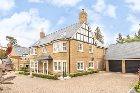 6 bedroom detached house for sale - Sandy Court, Woburn Sands, Milton Keynes, MK17
