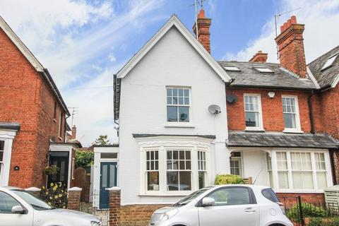 4 bedroom property to rent - Central Marlow